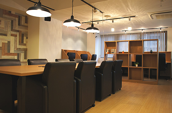 兵庫県西宮市にあるコワーキングスペース 勉強カフェ西宮北口スタジオ