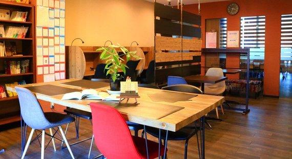 兵庫県神戸市中央区にあるコワーキングスペース 勉強カフェ神戸三宮スタジオ
