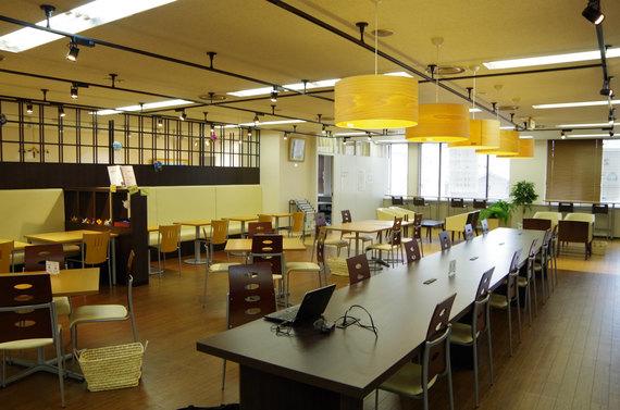 新潟県新潟市中央区にある新潟国際情報大学コワーキングラボ・こくじょう